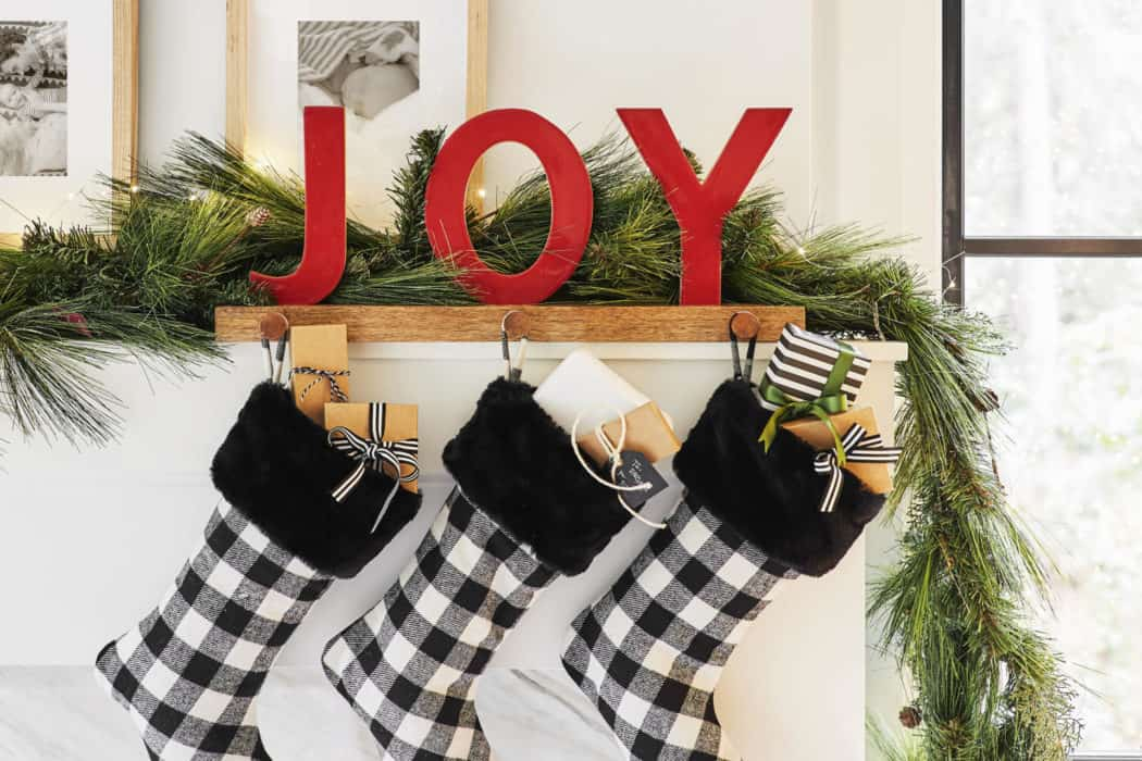 Modern Holiday Fireplace Decor Ideas and Inspiration