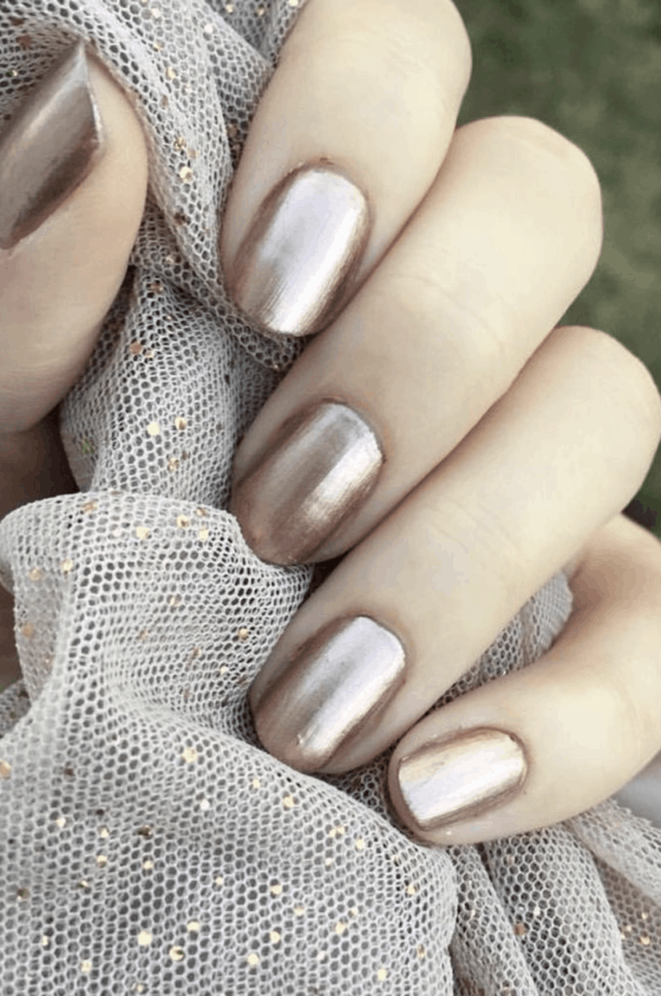 10 Popular gold Fall Nail Colors for 2019