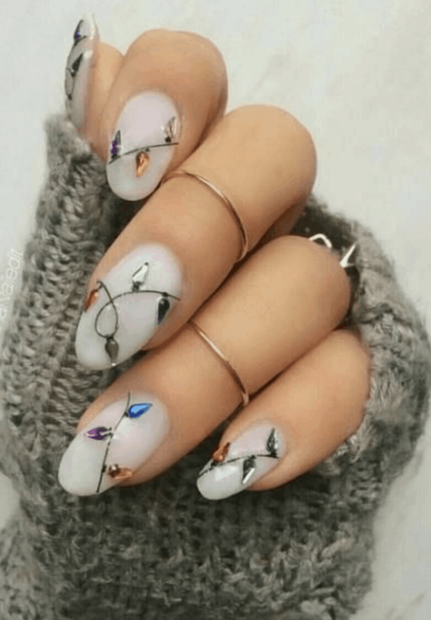 String Light Holiday Nail Ideas for 2019