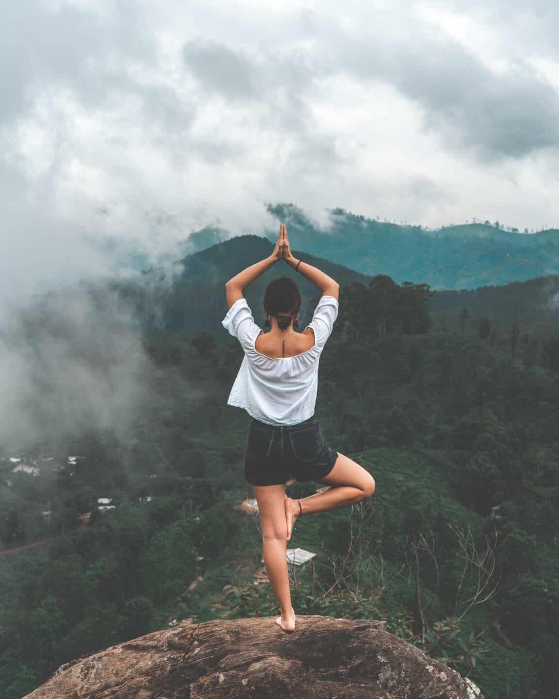 20 Wellness Goals for a Healthier 2020 // mountain yoga
