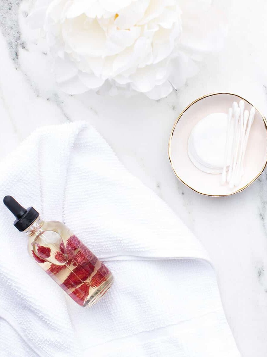 6 Reasons Castor Oil Should Be In Your Beauty Routine