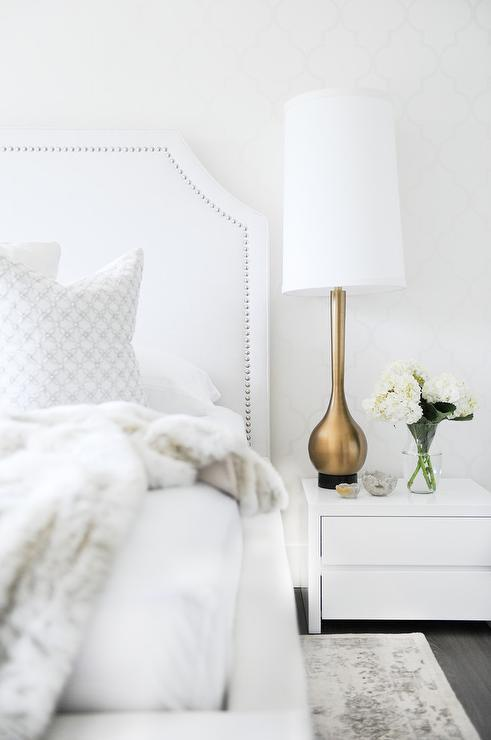 15 Gorgeous Table Lamps under $100 // Gold Lamp in Bedroom