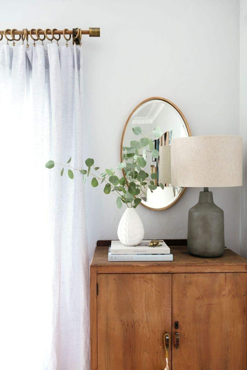 Love this ceramic lamp on this entryway  // 15 Gorgeous Table Lamps under $100