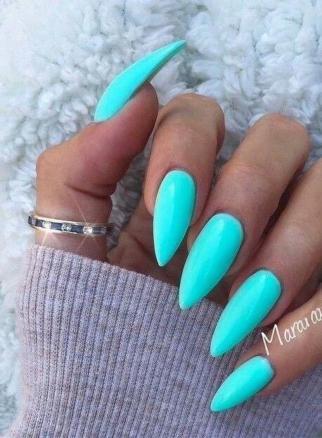 11 Popular Summer Nail Colors for 2020 // turquoise nails